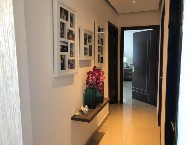 Apartamento Panama>Panama>Obarrio - Venta:335.000 US Dollar - codigo: 18-7022