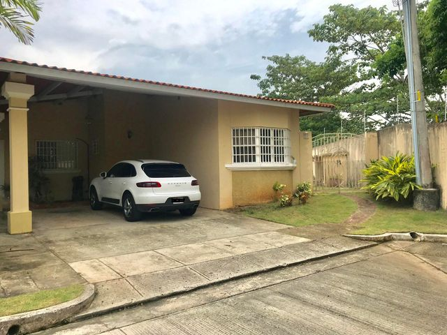 Casa Panama>Panama>Brisas Del Golf - Venta:305.000 US Dollar - codigo: 19-6731