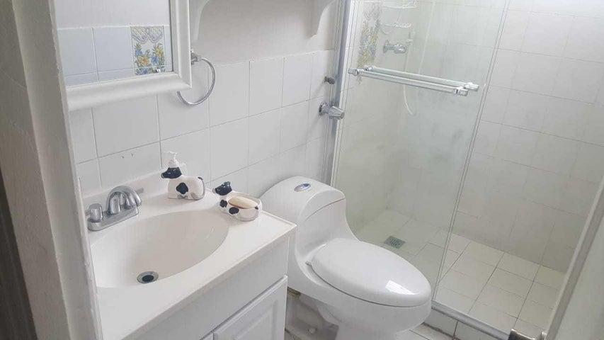 Apartamento Panama>Panama>Campo Limberg - Alquiler:800 US Dollar - codigo: 19-10222