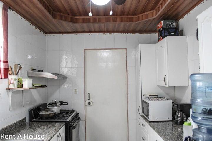 Casa Panama>San Miguelito>Brisas Del Golf - Venta:220.000 US Dollar - codigo: 20-4423
