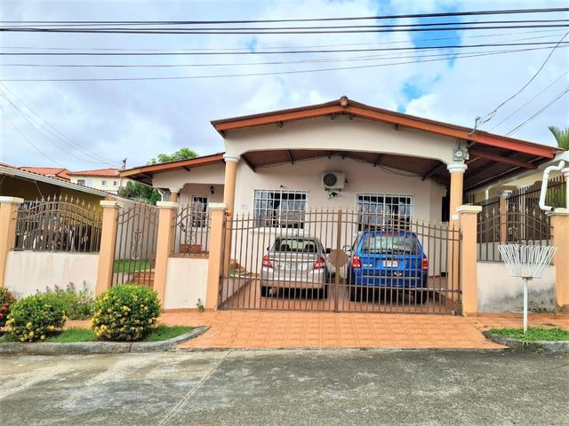 Casa Panama>Panama>Brisas Del Golf - Venta:197.000 US Dollar - codigo: 21-8307