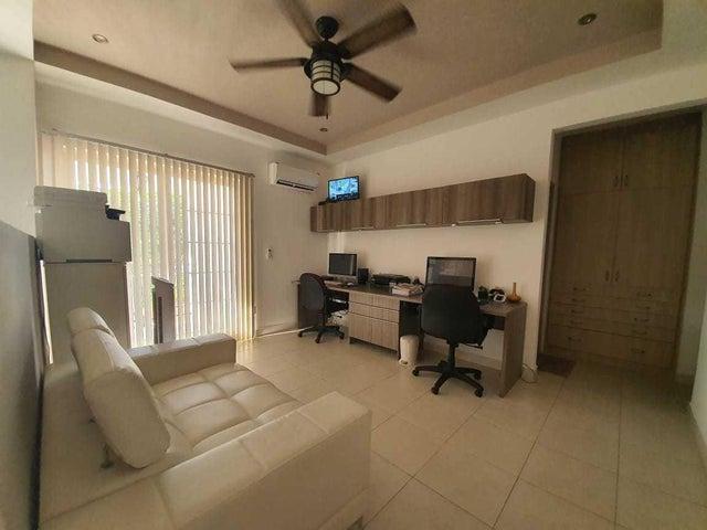 Casa Panama>Panama>Versalles - Alquiler:2.000 US Dollar - codigo: 21-8381
