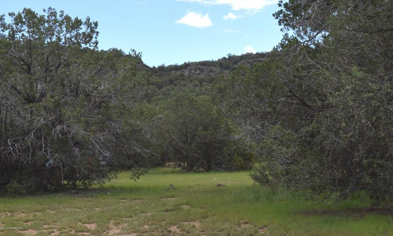 2 Shadow Rock Ranch, Seligman, AZ 86337
