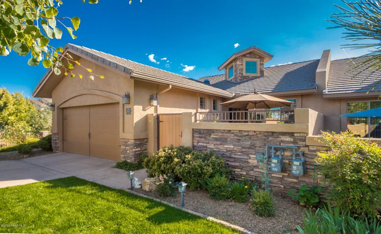 Private courtyard/gated entry way for additional living area.