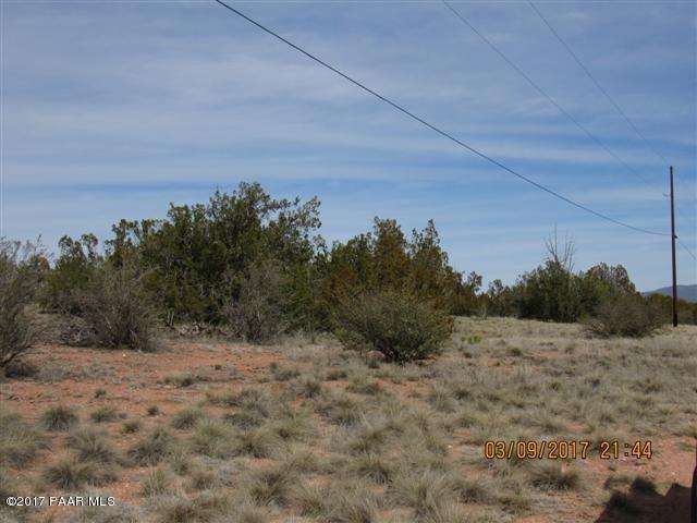 26460 W Solano Drive, Seligman, AZ 86337