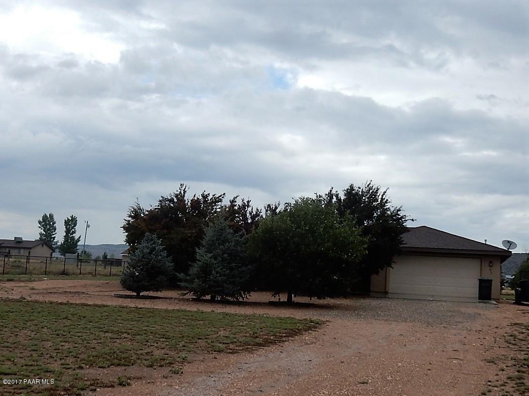 600 W Iris Road, Paulden, AZ 86334