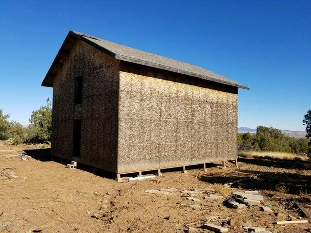 475 N Edge Ridge Road, Seligman, AZ 86337