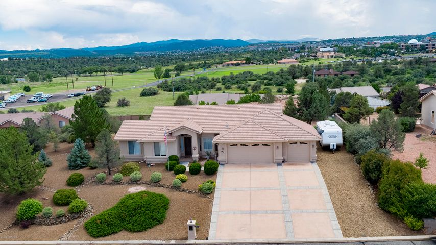Ranch style contemporary home in Pinon Oaks