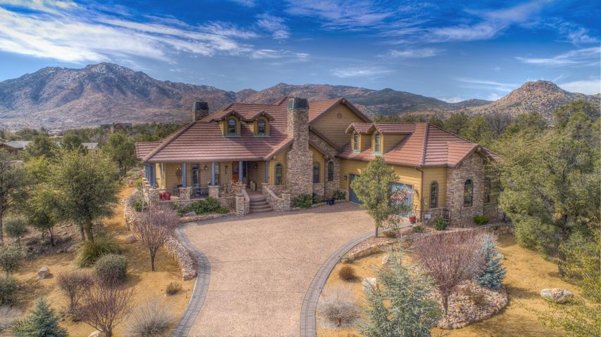 Stunning home in American Ranch.
