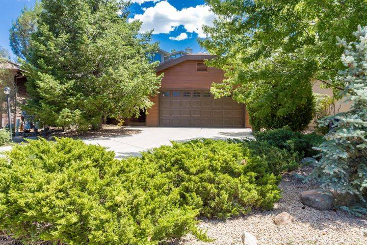 Perfect get-away or full-time home in beautiful Forest Trails!