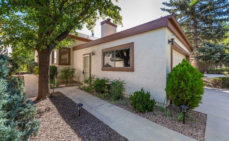 Hidden Valley Ranch Patio Homes - 1620 Coyote Road - convenient to Clubhouse, pool, pickleball, tennis, racquetball +++