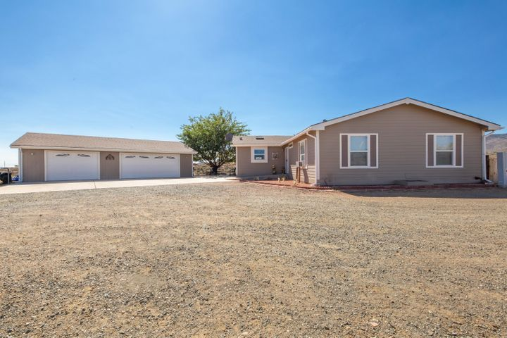765 S Windsong Way, Dewey-Humboldt, AZ 86327