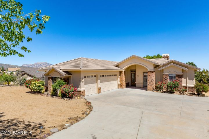 Easy driveway with huge area to turn around. Home sits on almost a half acre!