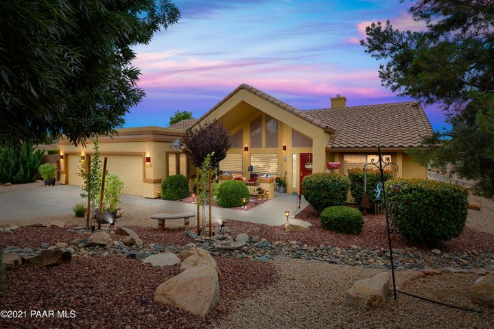 Enjoy single level living in a home that has something for everyone!