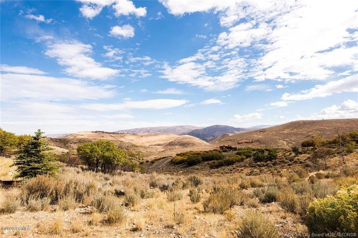 Large Promontory lot with huge Uinta views. Lot offers this combination of view, solitude and ease of build. A serene setting this beautiful 1.23 Acres of land.