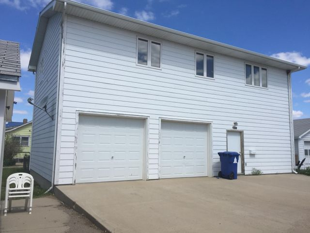 420 S Henry St, Pierre, SD 57501