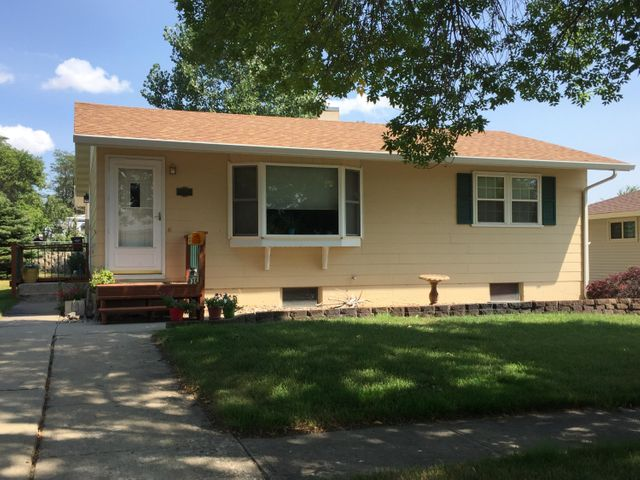 102 S Taylor Ave, Pierre, SD 57501