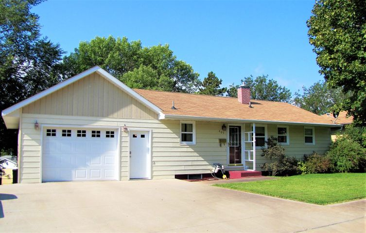 405 N Tyler Ave, Pierre, SD 57501