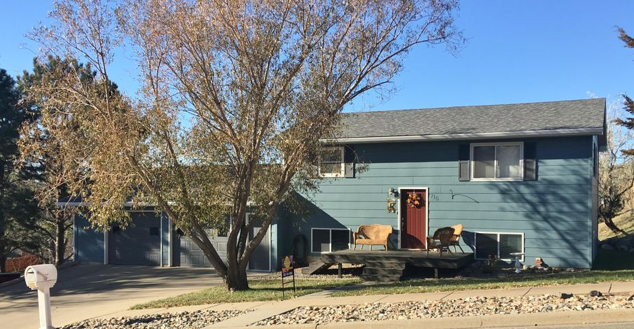 715 N Taylor Ave, Pierre, SD 57501