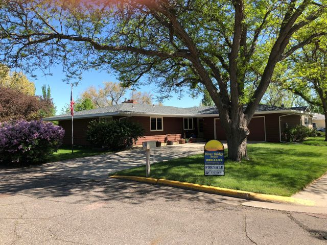 330 Mary Ln, Pierre, SD 57501