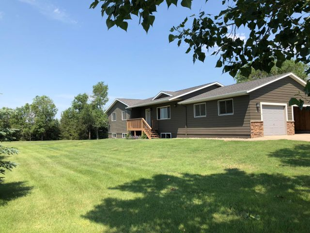 2021 Saunders Ave, Pierre, SD 57501