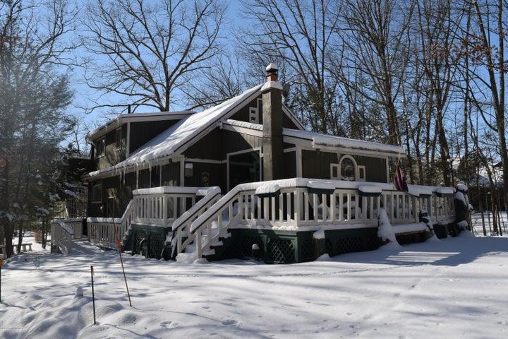 380 Lake Valley Dr, Hazleton, PA 18202