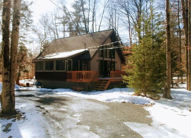 102 King Arthur Rd, Pocono Lake, PA 18347