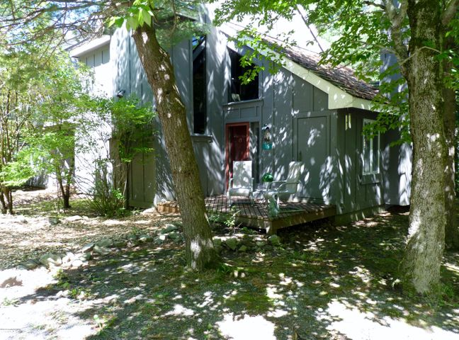 15 DOWN HILL, Lake Harmony, PA 18624