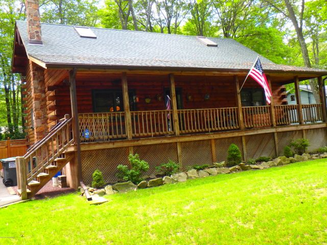 217 Scotch Pine Dr, Pocono Summit, PA 18346