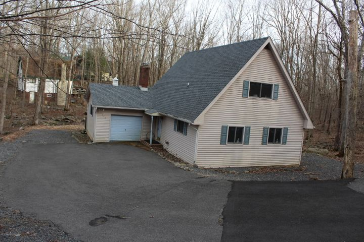 6064 Decker Road, Bushkill, PA 18324