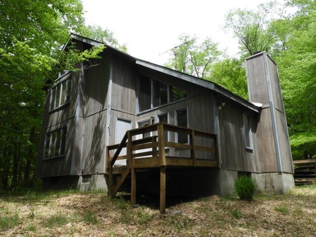 70 Locust Ln, Gouldsboro, PA 18424