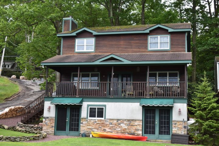 80 S Lake Dr, Lake Harmony, PA 18624