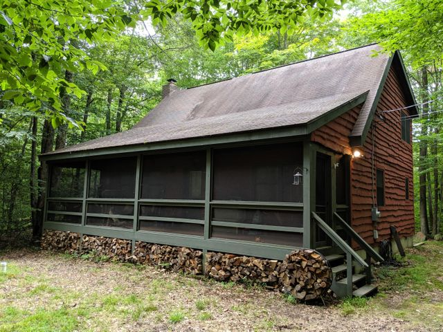 81 State Park Dr, Gouldsboro, PA 18424