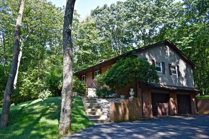 373 Lake Dr, Nesquehoning, PA 18240