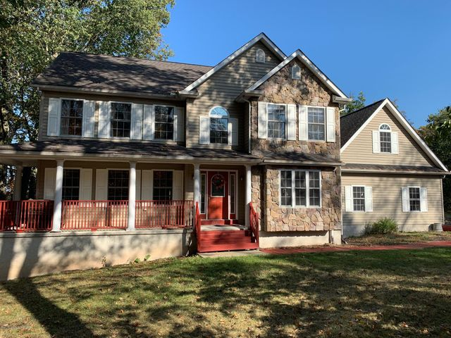 3305 Mountain View Dr, Tannersville, PA 18372