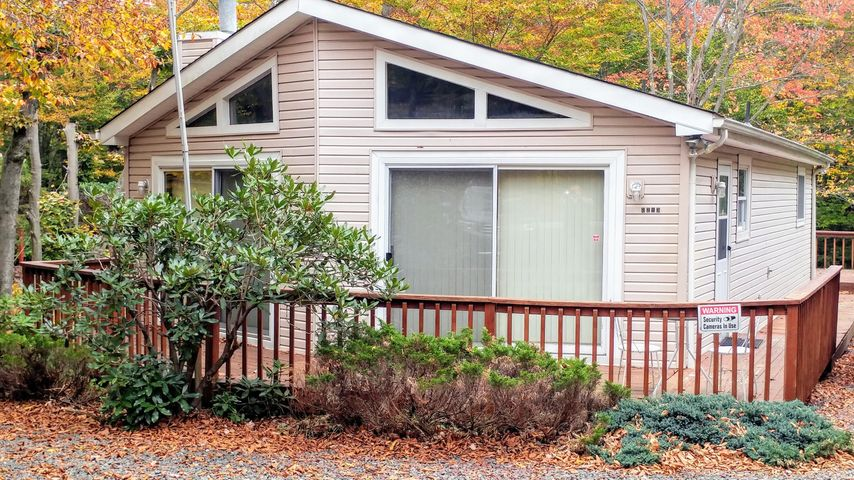 2213 Pine Valley Dr, Tobyhanna, PA 18466