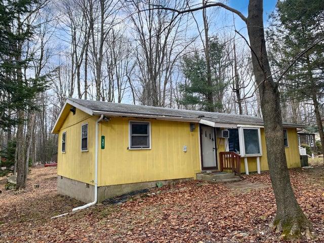 341 Owassa Dr, Pocono Lake, PA 18347