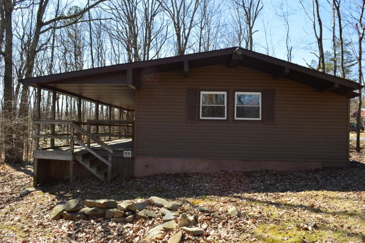 8905 Twin lake Dr, Kunkletown, PA 18058