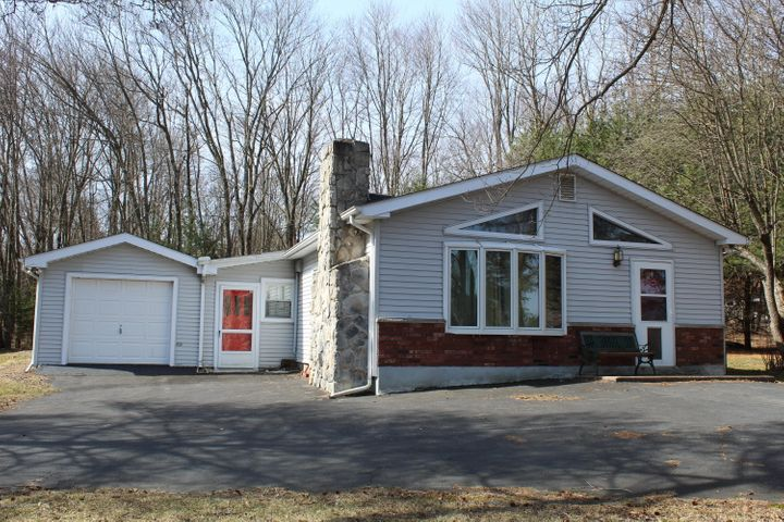 1 Squirrel Trail, Lake Harmony, PA 18661