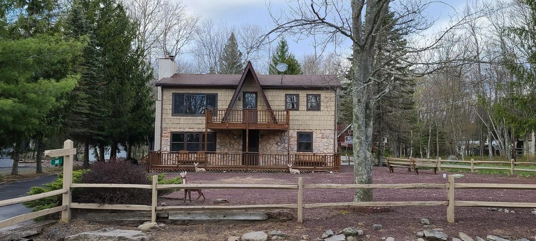 385 N Arrow Dr, Pocono Lake, PA 18347