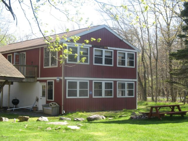 219 Cedar Dr, Long Pond, PA 18334
