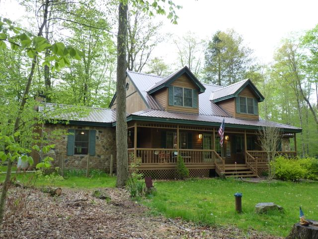 272 King Arthur Rd, Pocono Lake, PA 18347