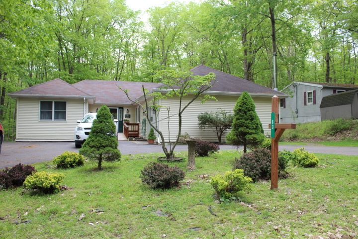 63 Hickory Hills Dr, White Haven, PA 18661