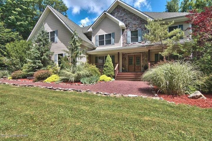 2496 E Forest Dr, Pocono Lake, PA 18347