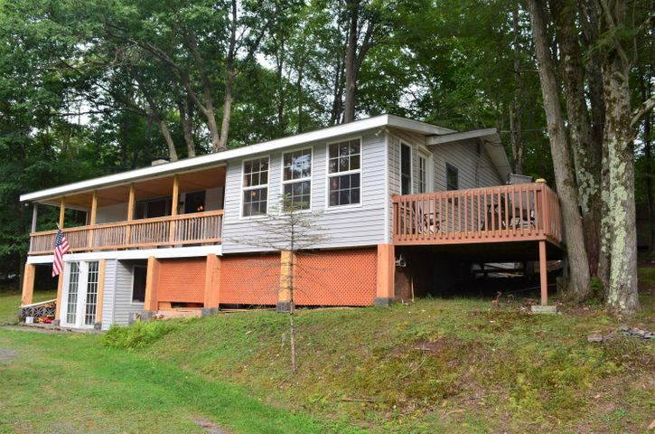 1452 Arrowhead Dr, Pocono Lake, PA 18347