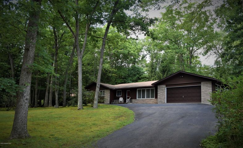 115 Maple Ter, Nesquehoning, PA 18240