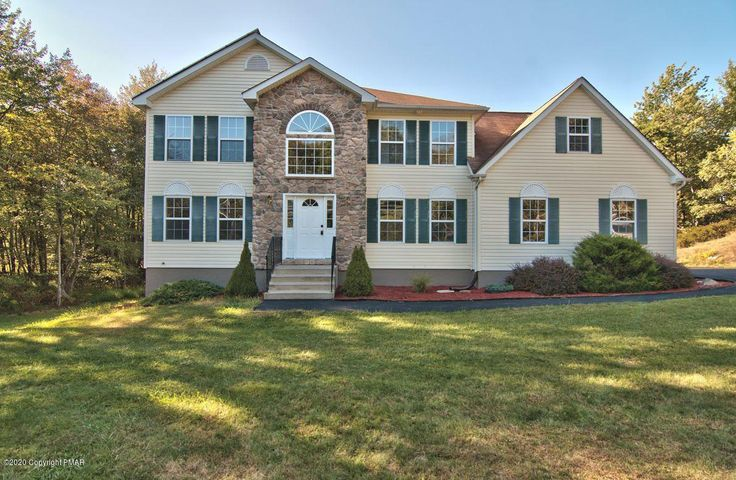 5175 White Birch Dr, Long Pond, PA 18334