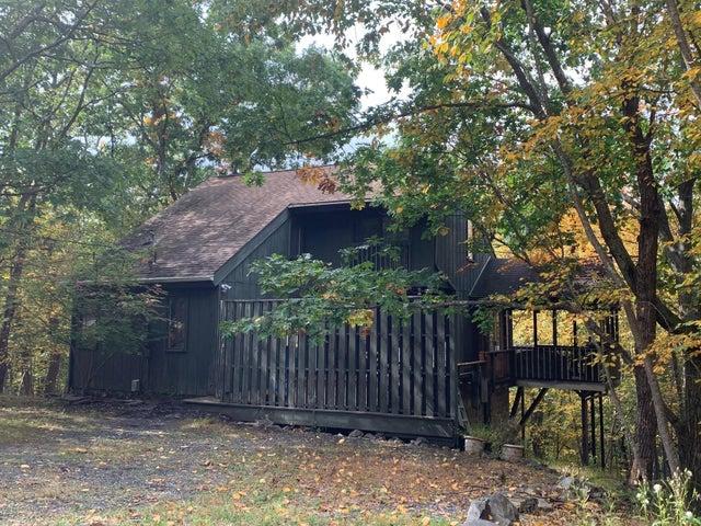 1111 Hampstead Rd, Bushkill, PA 18324