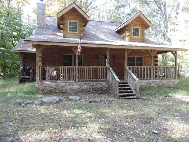 259 Farmers Ln, Pocono Lake, PA 18347