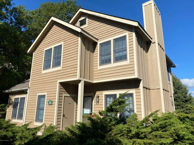 241 Mountain Laurel Dr, Tannersville, PA 18372